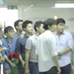【感動CM】事故で片腕を失った男性と友人たちとの友情